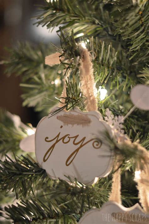 DIY Christmas Ornaments with the Cricut - Hey, Let's Make