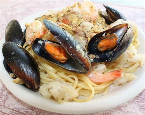 What's Cookin' Italian Style Cuisine: Seafood Medley Over