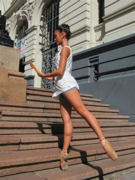 Tall Girls Showing Off Their Gorgeous Legs (47 pics